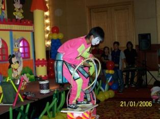 Badut Akrobat Show