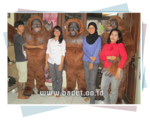 badut-maskot-orangutan